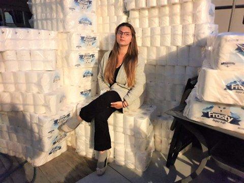 TRAKK NED: Benedikte Kristiansen Augdahl forteller at toalettpapir-dugnaden har vært utfordrende.