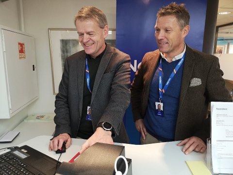SNART I MÅL: Nordea Innlandet, her ved banksjefene Svein Ole Owren og Jan Erik Simenstad (t.h.), har nesten fått alle til å legitimere seg i banken, men har om lag 600 kunder som står i fare for å få konto stengt.
