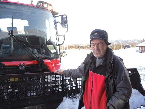 LØYPER KOSTER: Knut Aassveen har regnet ut kilometerprisen for maskinkjørte løyper.
