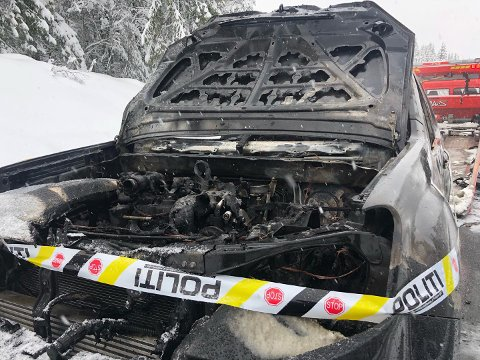 UTBRENT: Bilen er totalskadd i brannen.