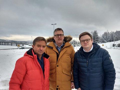 SAMLING: f.v. Tore Hagebakken, Rune Støstad og Even Aleksnder Hagen mener det er viktig å samles om Mjøsbrua i diskusjonen om hovedsykehus.