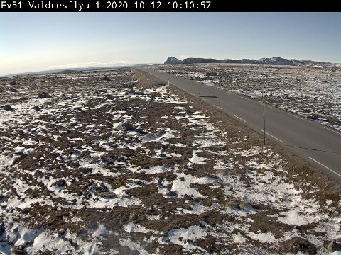 KOM OG GIKK: Nysnøen i helga forsvant i sola søndag. Det er ikke noe som tyder på at det kan lages skispor på Valdresflye de første ti dagene. WEBKAMERA: VEGVESEN.NO