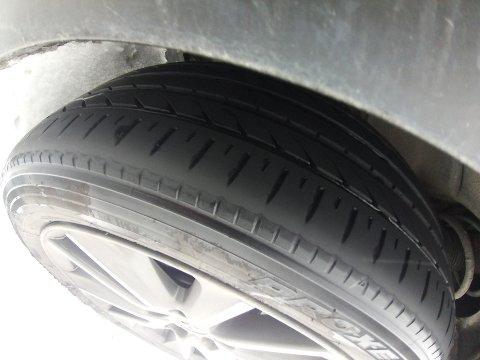 BLANKE SOMMERDEKK: Det ble kjøreforbud  for denne bilisten i Valdres idag.