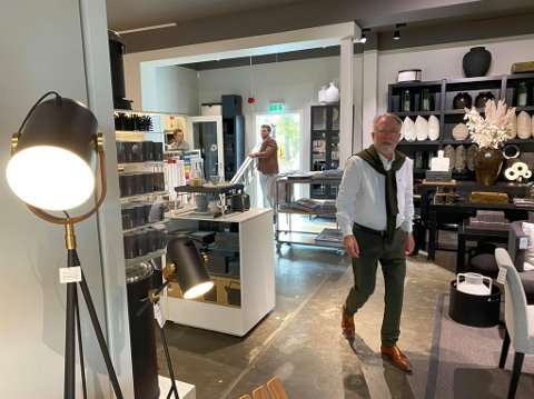 JULE-INITIATIV: Frank Kiil i den nye butikken til Kiil Interiør på Huntonstranda.