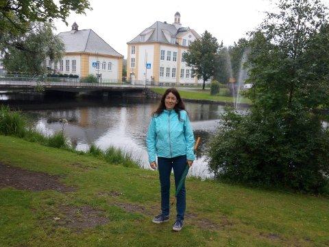 SAVNER RAUFOSS: Kristin Huse savner foreldrene på Raufoss ekstra mye nårdet er umulig å reise på besøk.