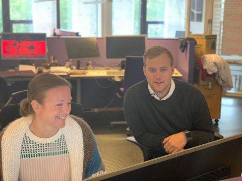 NY REDAKTØR: Erik Børresen (t.h) er ansatt som nyhetsredaktør i OA. Avisen har 26 redaksjonelt ansatte. Her avbildet med frontsjef Kristin Stavik Moshagen.