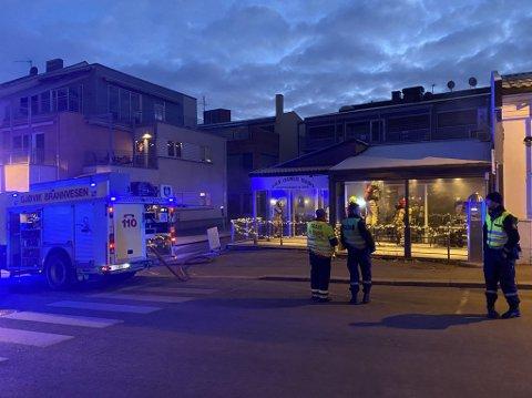 FRITYRBRANN: Det brenner i en frityrkoker i restauranten Den gamle Nabo i Hunnsvegen.