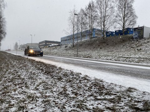 SNØ: Nedbøren kommer som snø i Gjøvik mandag ettermiddag.