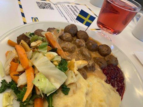 STOLT: Svenskene er selvfølgelig stolte av sitt bidrag til den internasjonale matscenen. Kjøttbollene har mer kraft enn silda, og er lettere å forstå enn smørgåstårta.
