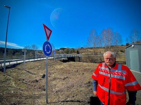 ANBUD: Prosjektleder Odd Johansen sier vegstrekningen skal være ferdig utbygd i løpet av 2023.