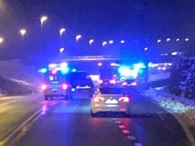 ULYKKE: En lastebil og personbiler skal ha kollidert på Riksvei 4.
