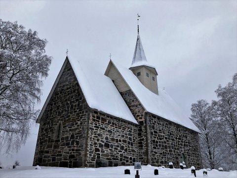 FÅR HJELP: Slidredomen i Vestre Slidre får 480.000 kroner av Riksantikvaren til klimasikring av kirken. Til sammen får seks kirker i Vestoppland nesten 3,5 millioner kroner til vedlikehold.
