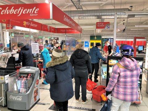 LIVLIG HANDEL: Dagligvarebutikkene og sportsforretningene hadde rekordomsetning for jule- og nyttårshelga. FOTO: INGVAR SKATTEBU