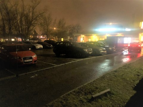 TO BANER: Ved å fjerne noen parkeringsplasser, vil McDonalds lage to filer for drive–thru.