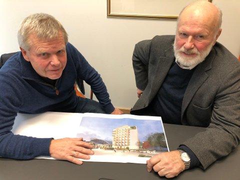 Anders Klevenberg (t.v) og Roar Jacobsen forteller at de bare har møtt velvilje for planene om ny tur- og basishall i kombinasjon med et åtte etasjer høyt hybelbygg på Kallerud.