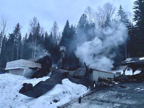 Eneboligen i Kirkebakka i Søndre Land er nedbrent.
