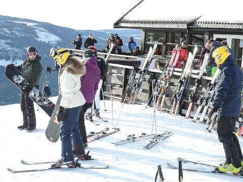 STENGER: Valdres alpinsenter stenger heiser og bakker fra og med lørdag 14.- mars. Det blir heller ikke kjørt skiløyper i områder i helga. Foto: Ingvar Skattebu