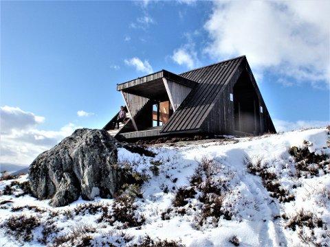 HØYE BESØKSTALL: Dagsturhyttene i tidligere Sogn og Fjordane kan vise til høye besøkstall. Det har inspirert andre fylkeskommuner til lignende prosjekt. Denne hytta er fra Eid kommune.
