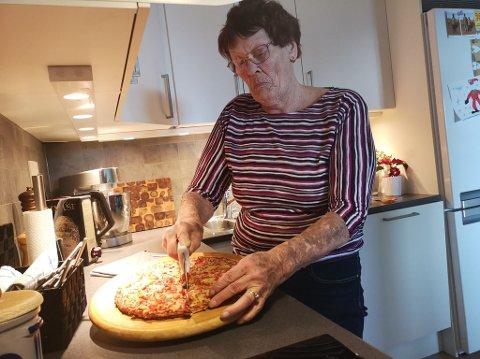 SALGSSUKSESS: På slutten av 70-tallet fant produktutvikler i Nora, Ruth Romskaug fra Brumunddal, fram til en oppskrift som de fleste nordmenn har et forhold til i dag. Smaken av Grandiosa, som nå har solgt 587 millioner i Norge, var det nemlig hun som fant fram til.