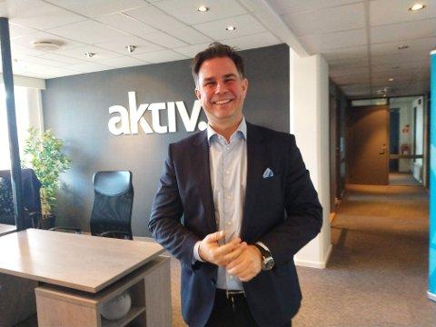 VELKOMMEN: Blid og imøtekommende er to ord som passer administrerende direktør for Aktiv Eiendomsmegling, Karsten Onsrud.