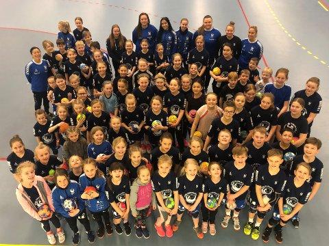 80 unger i alderen 7-13 år har vært samlet til håndballskole sammen med sine instruktører i Campus Arena Gjøvik fra ,mandag til onsdag denne uka.