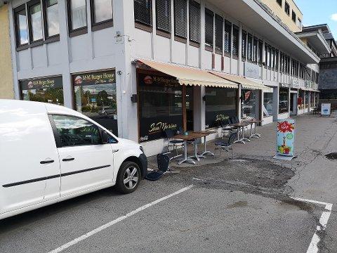 STENGT: M-M Burger House er stengt. Det har foreløpig ikke lykkes OA å komme i kontakt med innehaveren.