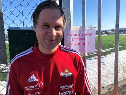 OPP OG IKKE NED: Styreleder i SK Gjøvik-Lyn, Geir Langedrag, er klar på at hans SK Gjøvik-Lyn håper på seriespill og opprykk, men mener det er feil at lag skal rykke ned etter seks kampers serie.