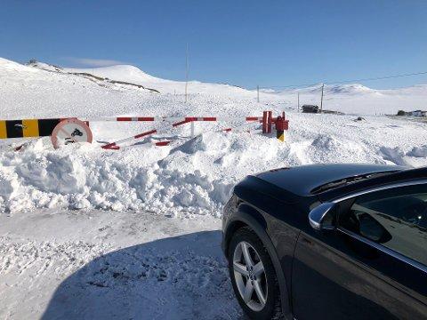 BOM: 1. april skal fylkesveg 51 over Valdresflye etter planen åpnes, tross nedstengt reiseliv og den pågående koronakrisen. FOTO: INGVAR SKATTEBU