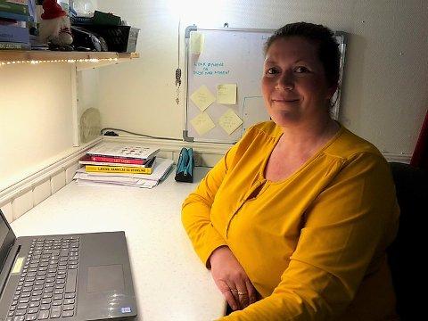 Linda Nilsen (41) ber folk puste med magen, og tror ikke regjeringen har tenkt å bruke ungene som forsøkskaniner når de åpner barnehager og skoler igjen 20. april. Hun jobber sjøl i barnehage, har en mann i risikogruppen og et barn i en annen barnehage.