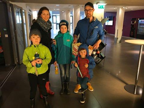 FAMILIEFILM: Familien Førde med mor Marianne, far Atle og sønnene Olav, Harald og Johan, gledet seg til både å se film og til å ha kinosalen for seg selv.