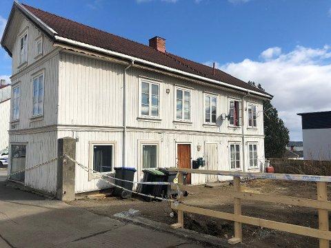 FUNNET HJEMME: Mannen ble funnet drept inne i sin egen leilighet i den gamle bygningen i Gjøvik sentrum.