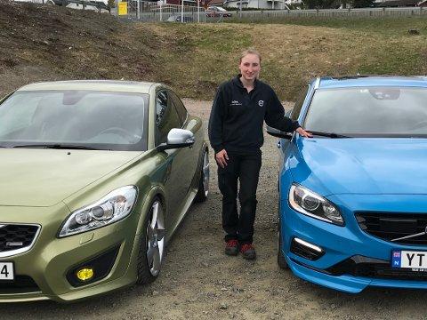 SJELDENHETER: Anita Skjellerud Bergli er glad over å ha to såpass ettertraktede Volvoer i garasjen. – Jeg selger aldri bilene mine, sier 27-åringen fra Lausgarda.
