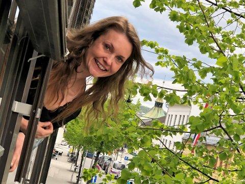 SJEF FOR GJØVIK-KONTORET: Anna Nyman (31) fra Gran gleder seg til å lede Mjøsankers nye kontor på Gjøvik, som holder til i andre etasje i Storgata på Gjøvik.