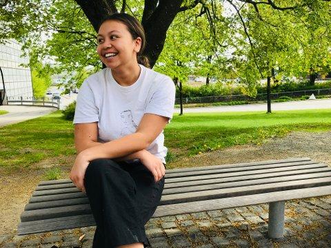 NY START: Etter å fullført det første året ved Gausdal videregående skole orket ikke Frida Sulistiono mer. Nå er hun russ ved Gjøvik videregående skole og livet smiler for 19-åringen som også er en profil på sosiale medier.