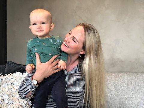 DET GODA LIVET: Sammen med yngstemann i familien,  sønnen Hampus på 10 måneder, ser Hillevi Bolander fram til å leve et liv som ikke handler om åpningstider og vaktlister.