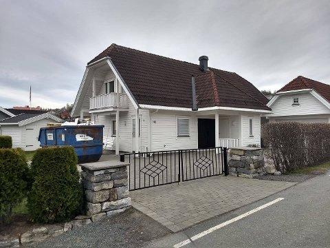 SOLGT: Denne eneboligen i Tranbergvegen ble solgt for 6,6 millioner kroner i april og er den dyreste overdragelsen i månedsoversikten.