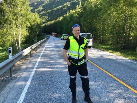 Politiførstebetjent Marte Libach  forteller at hengeren i en kort periode var over i motsatt kjørefelt.