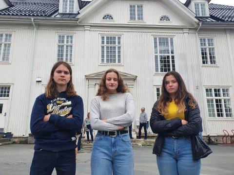 NEI: Vegard Mathias Nyøygard Nordrum (15), Ragnhild Klette (16) og Karoline Klette (15) der ikke lyst på tanken om å måtte flytte til Øvre Torvgate.