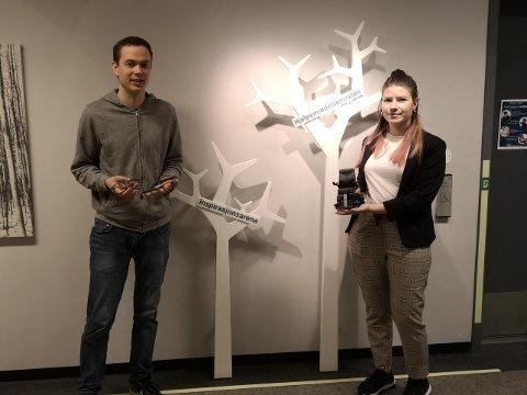 PRESENTASJON: Harald Thingbø og Monika Skaug Bakkehaug presenterte bacheloroppgaven sin for NAV i midten av juni.