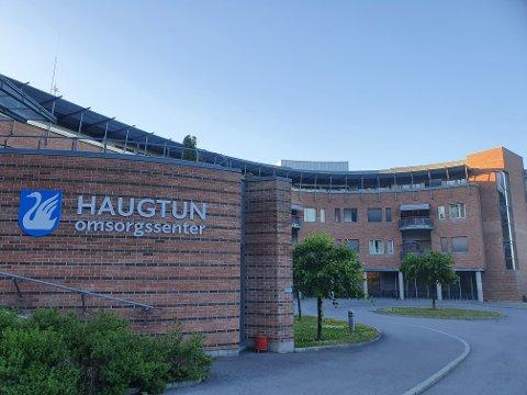 STENGTE AVDELING: Da en sykehjemsvikar testet positivt for korona ble det satt igang strakstiltak ved Haugtun omsorgssenter.