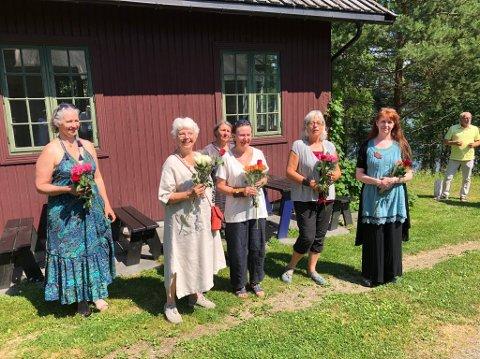 Seks av kunstnerne som stiller ut ved Galleri Fjordheim i sommer