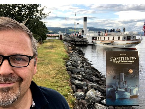 SPENNING PÅ VANNET: I  «Svaneflukten» byr Einar Wedøe på en særdeles fiktiv historie om en gjeng som kidnapper Skibladner med hva det fører med seg av forviklinger og eventyr.