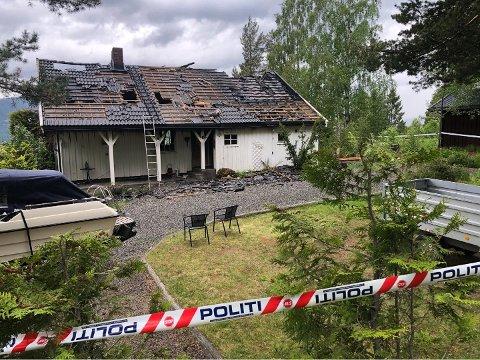 TOTALSKADET: Det var ingen personer til stede da det begynte å brenne i eneboligen.