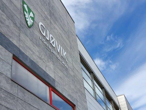 I KARANTENE: Nye skoleklasser ved Gjøvik videregående må ut i karantene etter et nytt påvist smittetilfelle.