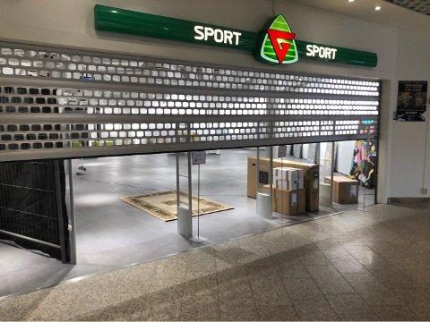 SLUTT: Emil Haukåssveen ved G-sport på CC fikk beskjeden han ikke ville få: Butikken måtte stenges.