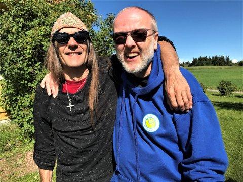 GODE BUSSER: I over 40 år har Thor-Rune Haugen og Ronni Le Tekrø vært kompiser. I en alder av 64 år platedebuterer «Haugen i bua» med Tekrø som viktigste støttespiller.