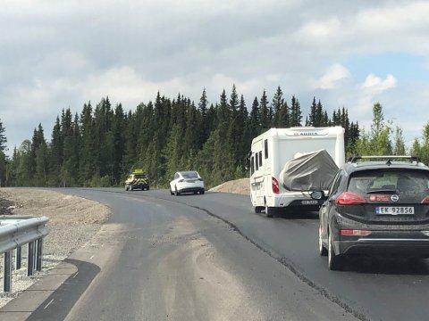 I GANG: Arbeidet med asfaltleggingen over Tonsåsen startet opp igjen mandag.