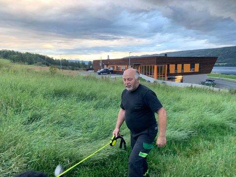 PÅ LET: Arne Aasbekken har siden lørdag lett etter flere sauer som var utsatt for et angrep fra hund.