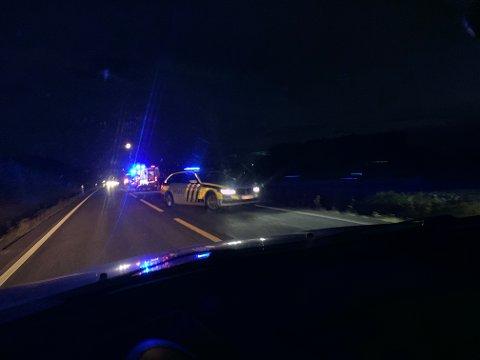 SKADET: En ung motorsyklist ble skadet da han måtte svinge unna for et dyr på fylkesvei 33 fredag kveld.