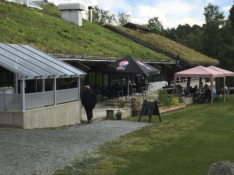 BAKSIDEN: Litt bortgjemt på baksiden av museet, men med fin utsikt mot Strandefjorden.
